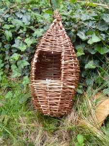 pic of small willow birdhouse /feeder